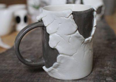 Krus med huller og revner